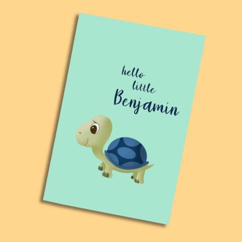 Personalisierbare Karte zur Geburt mit Schildkrötenjunge